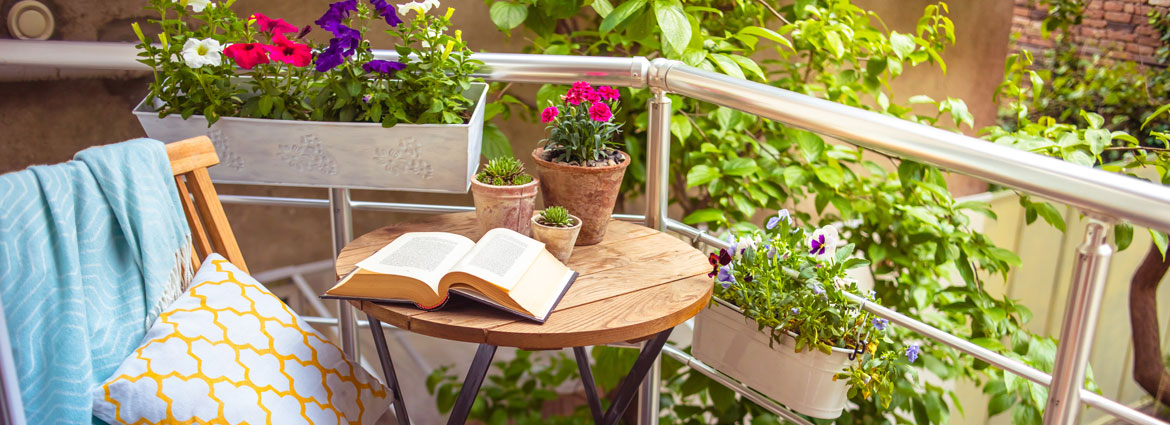How to decorate a small balcony-lacase.mu
