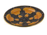 Plat décoratif avec ornements en métal